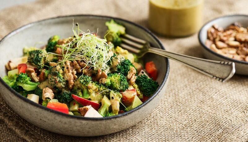 Brokkoli-Salat mit Walnüssen – basenüberschüssig