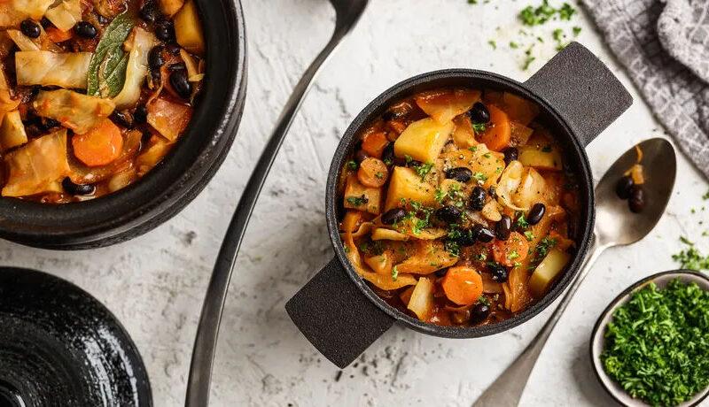 Gemüse-Eintopf mit schwarzen Bohnen