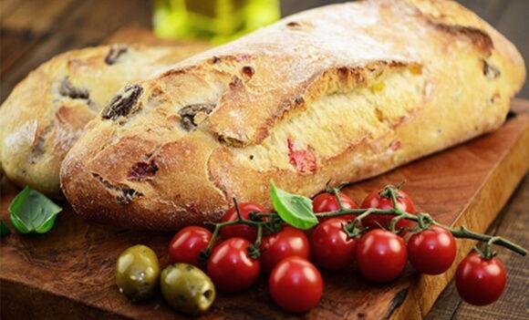 Tomaten Oliven Brot